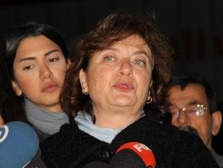 Can Dündar'ın eşinin pasaportuna el konuldu