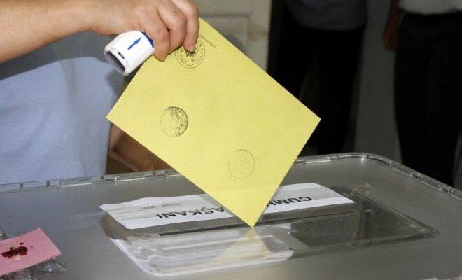 Hollanda'da oy verme işlemi başladı