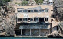 Turizm cennetine gölge düşüren yıkıntılar