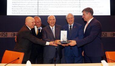 Başkan Yaşar TÜSİAV ödül törenine katıldı