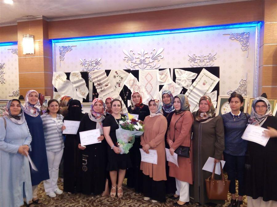 Saray Hanım Evi Kursiyerleri Sertifikalarını aldılar