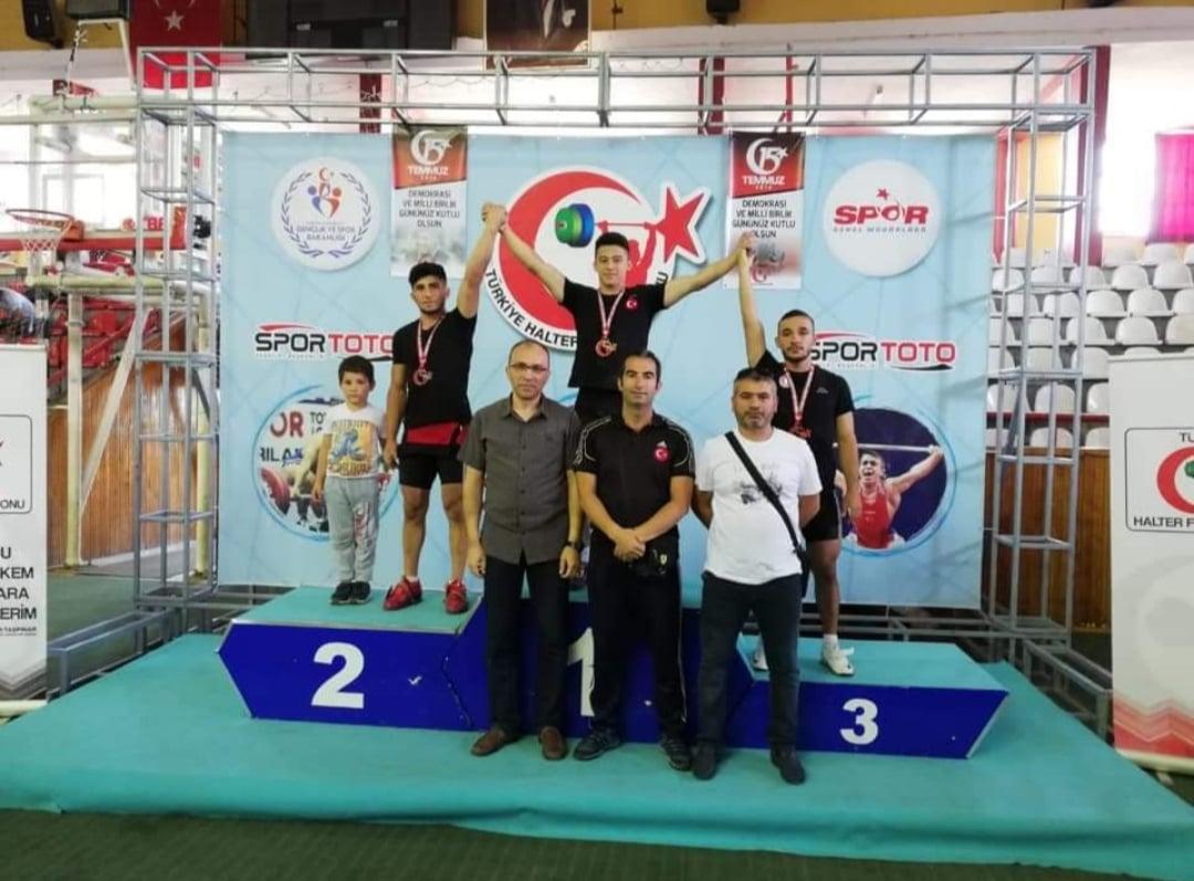 Halter Şampiyonasında Pursaklar'a İki Altın Madalya
