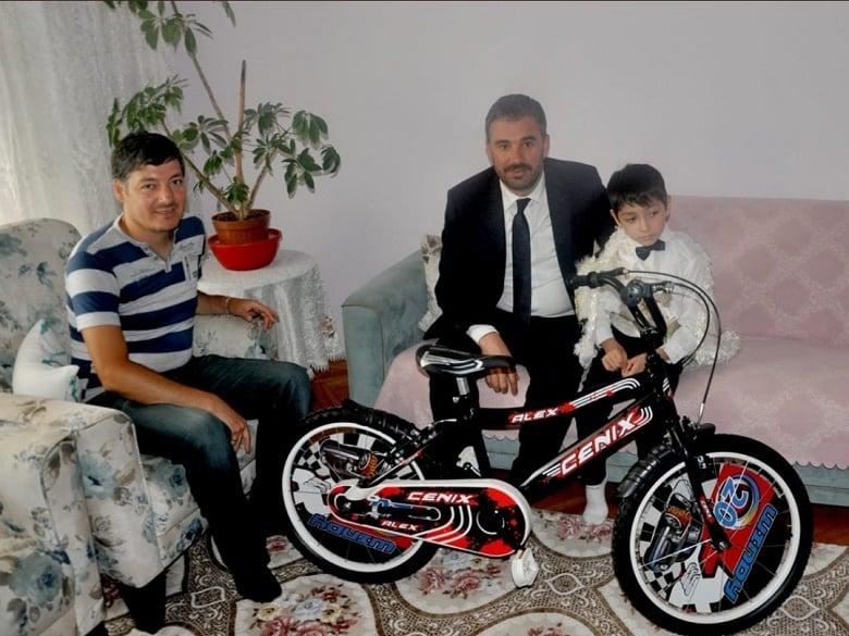 Ertuğrul Çetin'den Sünnet olan Çocuklara Hediye Bisiklet
