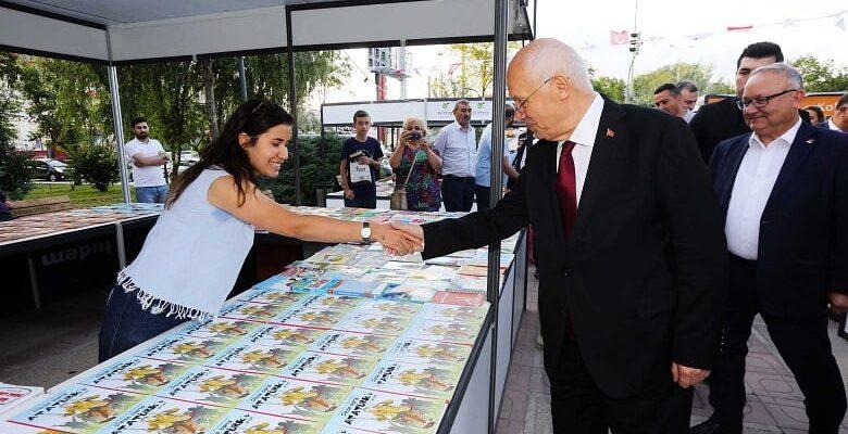 Başkan Yaşar fuarı ziyaret etti
