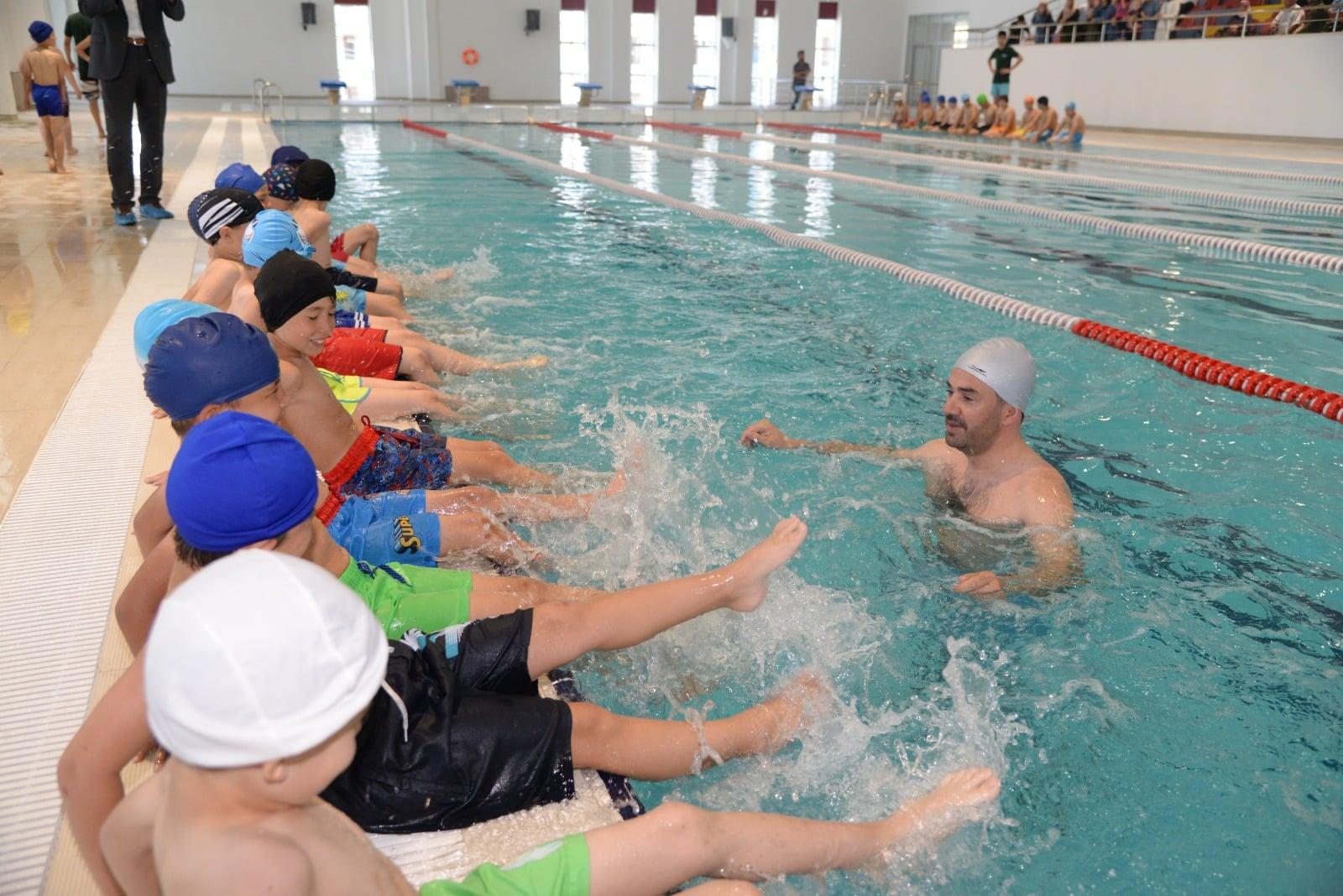 Pursaklar'da Yüzme Kursları Başladı. İlk Ders Ertuğrul Başkandan