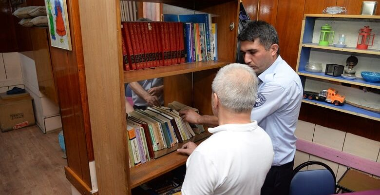 Kıraathanelerde kitap denetimi