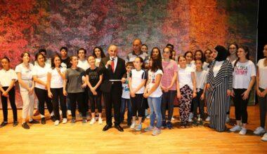 Başkan Altınok Çocukların Sahne Heyecanını Paylaştı
