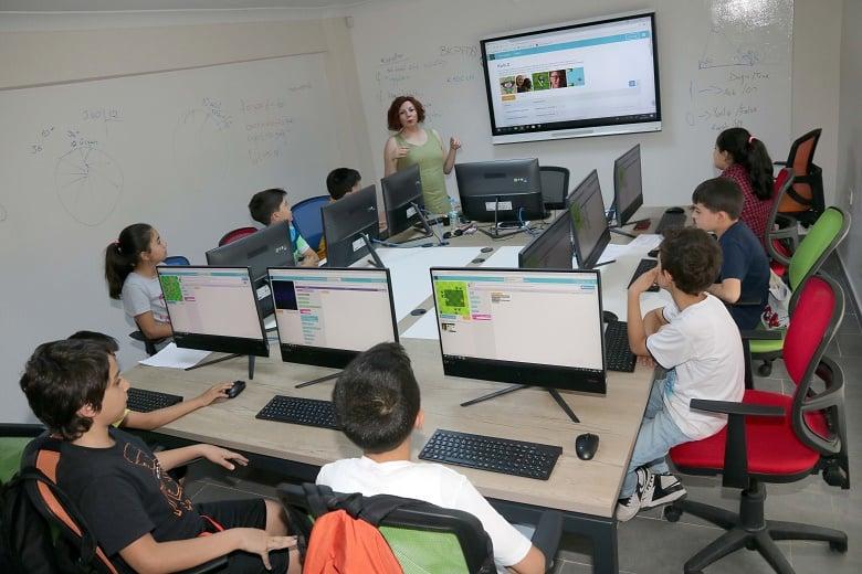 Çocuk Teknoloji Evi Yeni Öğrencilerini Bekliyor