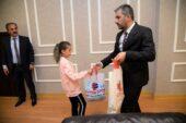 Minik Şampiyondan Başkan Ertuğrul Çetin'e ziyaret