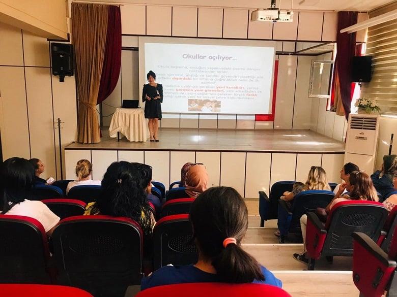 Çocuk Hizmet Merkezi'nde Öğrencilere Danışmanlık
