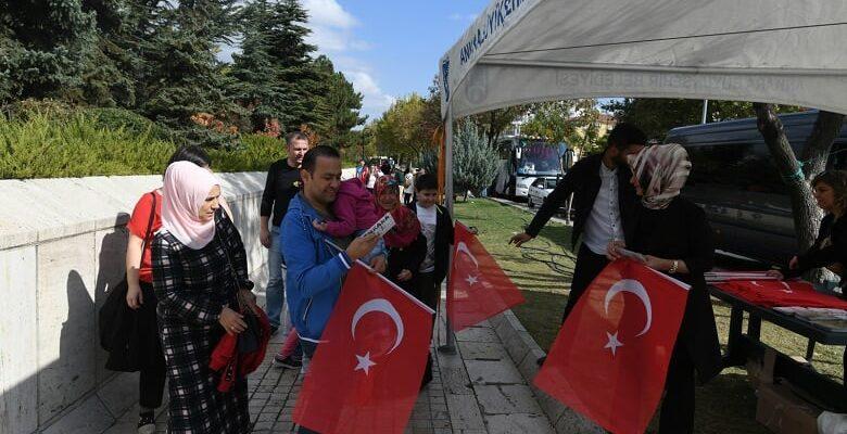Büyükşehir'den On Binlerce Bayrak