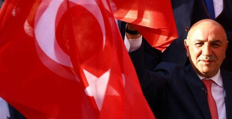 Cumhuriyet Kulesine Dev Türk Bayrağı