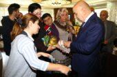 Genç Yazar Altınok'a Kitaplarını Hediye Etti