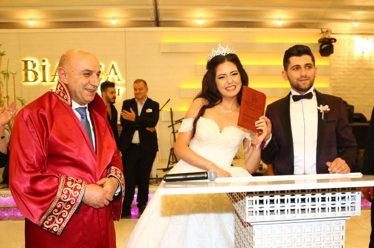 Evlenen Çiftlere Düğün Hediyesi