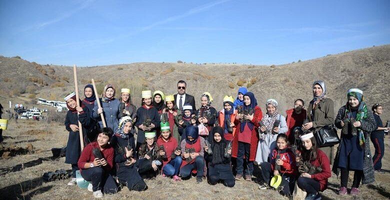 Başkan Ertuğrul Çetin Pursaklar'da Ağaç Dikti