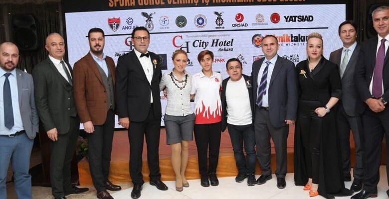 Yenimahalle'nin Milli Sporcularına Vefa Ödülü