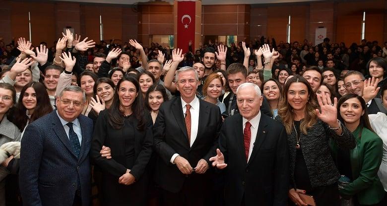 Başkan Yavaş'a Başkent Üniversitesi Öğrencilerinden Coşkulu Karşılama