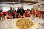 Yenimahalleli miniklerden 5 kiloluk dev pizza