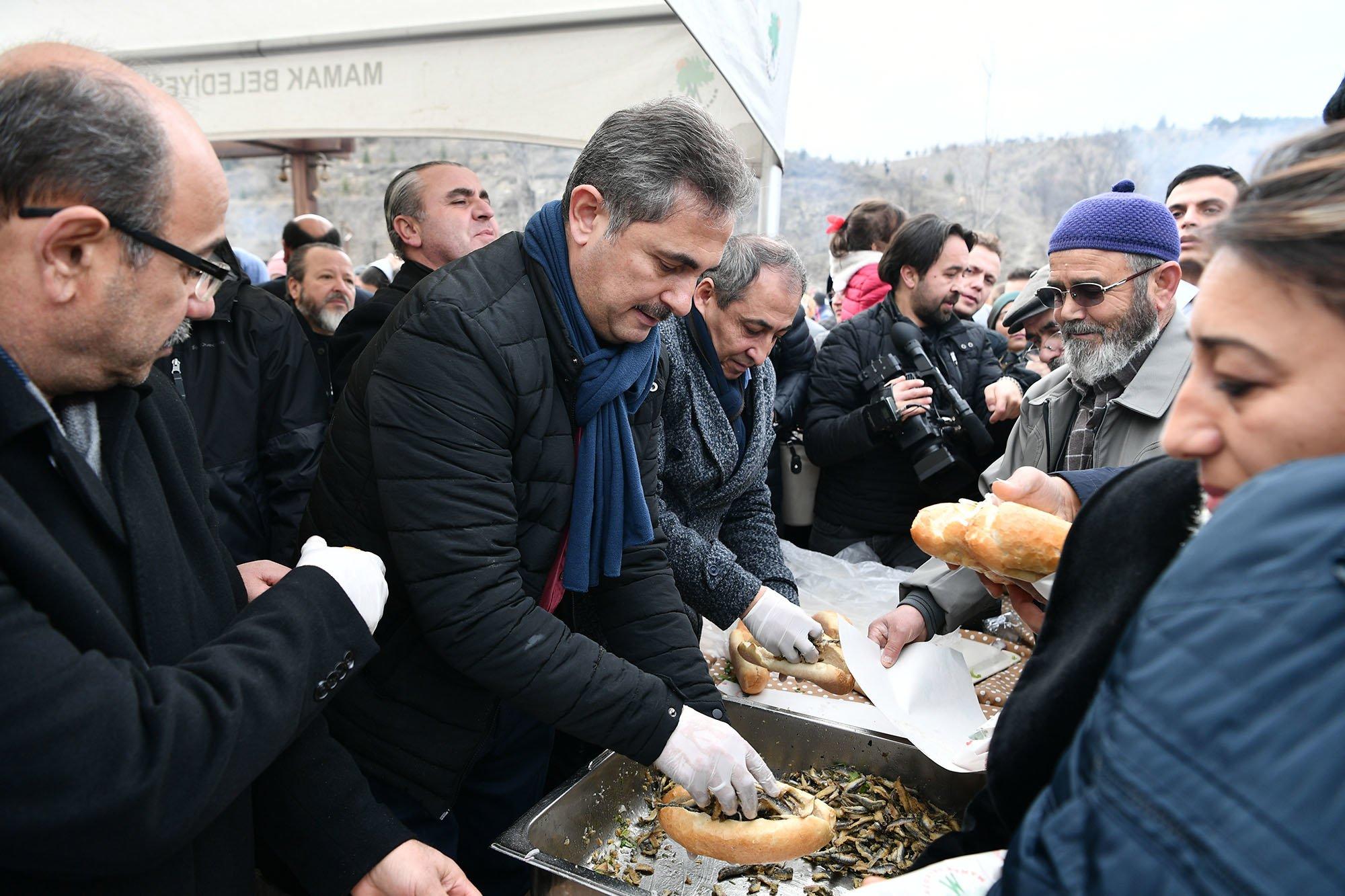 Balık Karadeniz'de Yakalanır, Mamak'ta Yenir