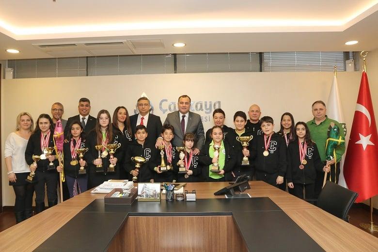 Şampiyon binicilerden Taşdelen'e ziyaret