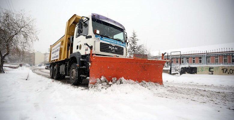 Yenimahalle'de Karla Mücadele Ekipleri İş Başında