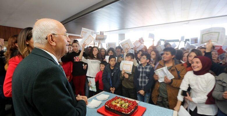 Yaşar, öğrencileri karne günü yalnız bırakmadı