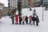 Pursaklar'da Minik Öğrenciler Sevimli Dostlarını Unutmadı