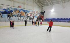Ecevit'in adını taşıyan buz sporları salonu ilgi görüyor