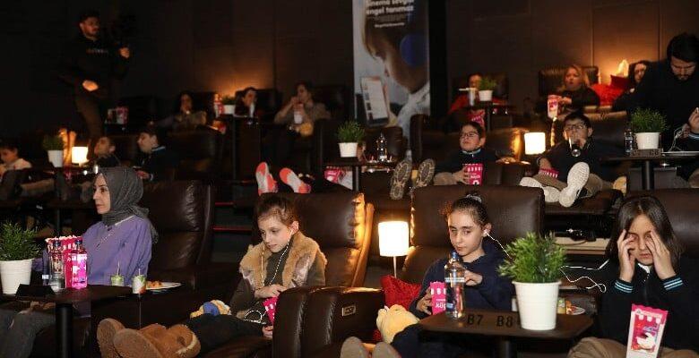 Görme engelli çocukların sinema hayaline teknolojik ortak