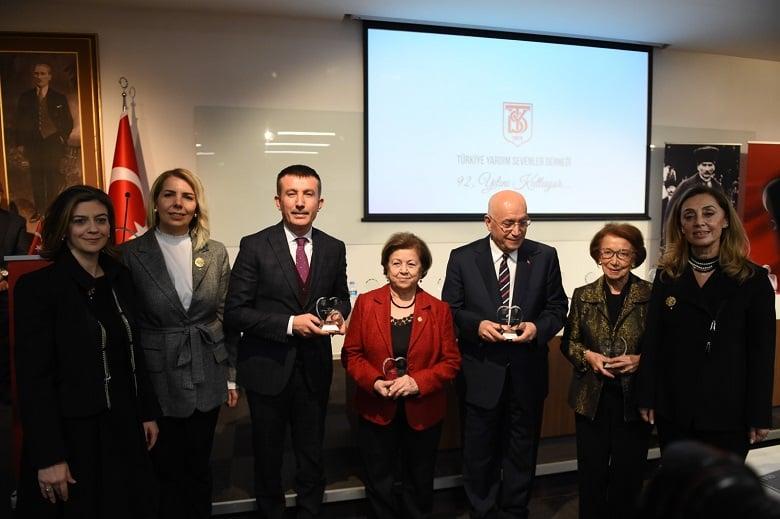 """Başkan Balcı'ya """"Gönül"""" ödülü"""