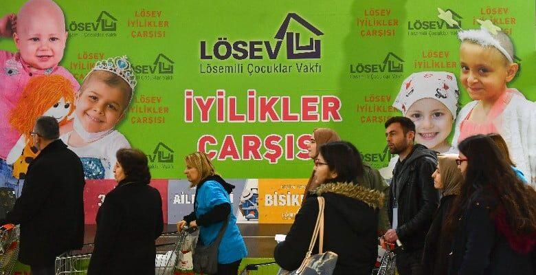 LÖSEV'in iyilikler çarşısı açıldı