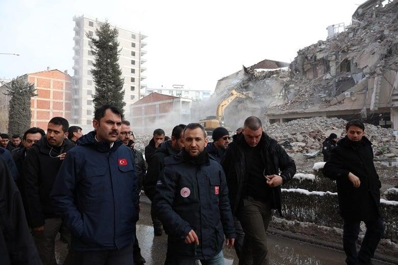 Elazığ'da ağır hasarlı bin 159 yapı yıkıldı