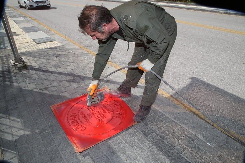 Gölbaşı sokaklarında sosyal mesafeye ikon önlemi