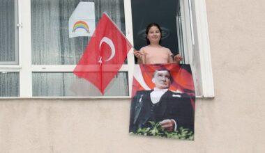 Çankaya evleri Atatürk ve bayraklarla donattı