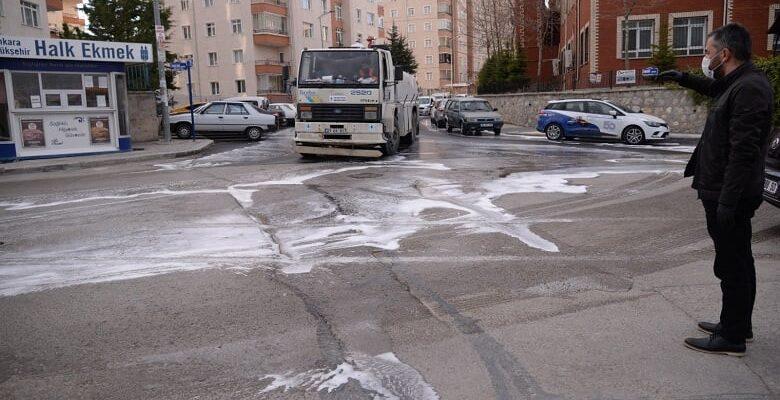 Vatandaşlar evlerinde belediye mahalle temizliğinde