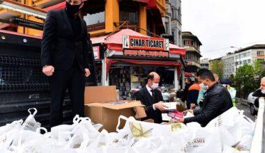 Büyükşehir Belediyesi Ulus halinde maske, eldiven ve dezenfektan dağıttı