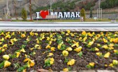 Mamak'ta parklara bahar bakımı