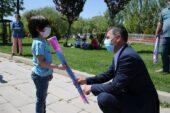 Gölbaşı Belediye Başkanı Şimşek'ten uçurtma sürprizi