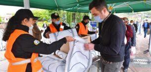 Büyükşehir Belediyesi camilerde maske ve eldiven dağıttı
