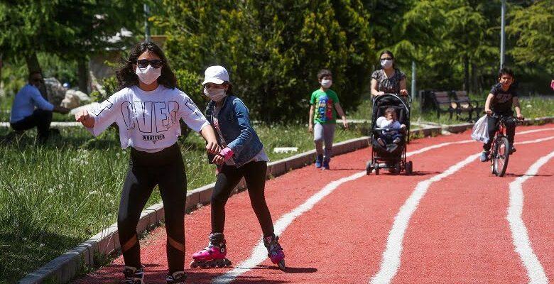 Yenimahalle parklarında çocuk sesleri  yankılandı