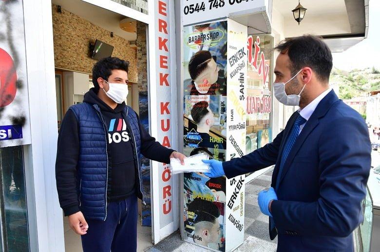 Kuaför ve berberlere maske ve dezenfektan desteği