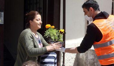 Yenimahalle'den annelere çiçek sürprizi