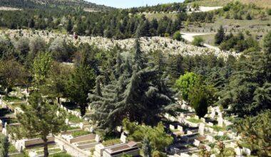 Mezarlıklar yeniden ziyarete açıldı