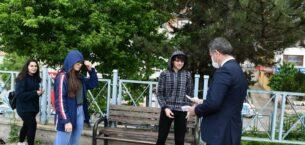 Başkan Köse'den sokağa çıkan gençlere maske