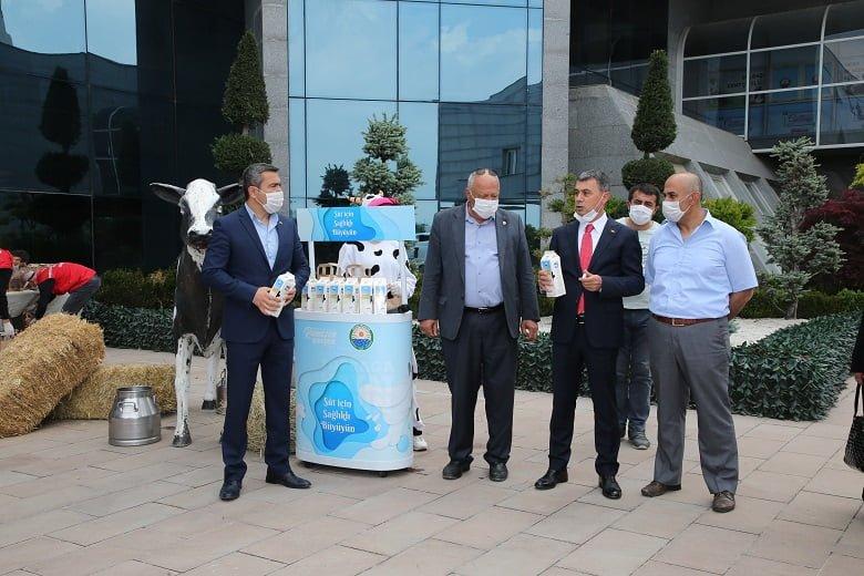 Gölbaşı Belediyesi yerel üretici sütlerini halkla buluşturdu