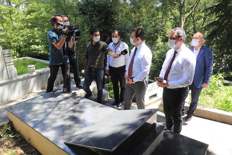 """İmamoğlu: """"Orhan Veli'nin Mezarını Uygun Şekilde Tasarlamak Bizim Bir Borcumuz"""""""