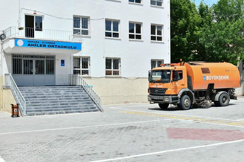LGS Öncesi Büyükşehir'den Okullarda Temizlik Seferberliği