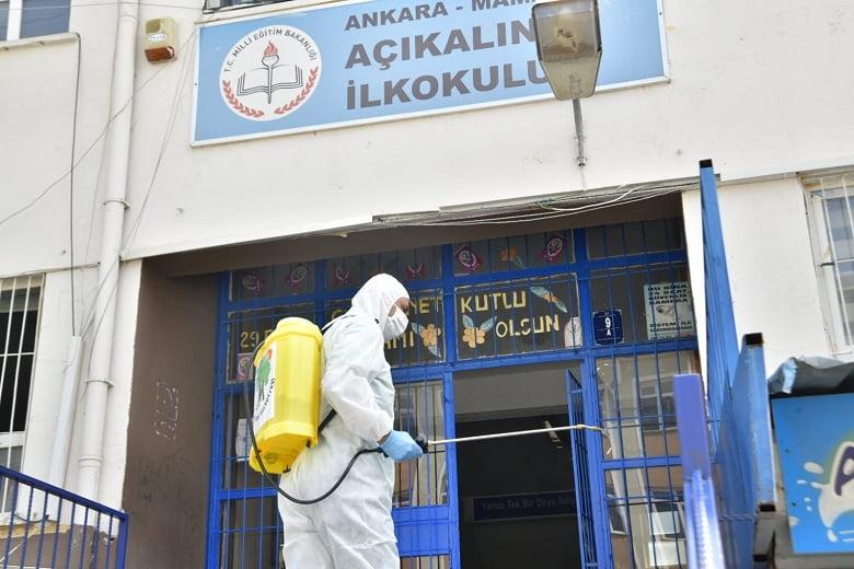Mamak Belediyesi sınav öncesi okulları dezenfekte ediyor