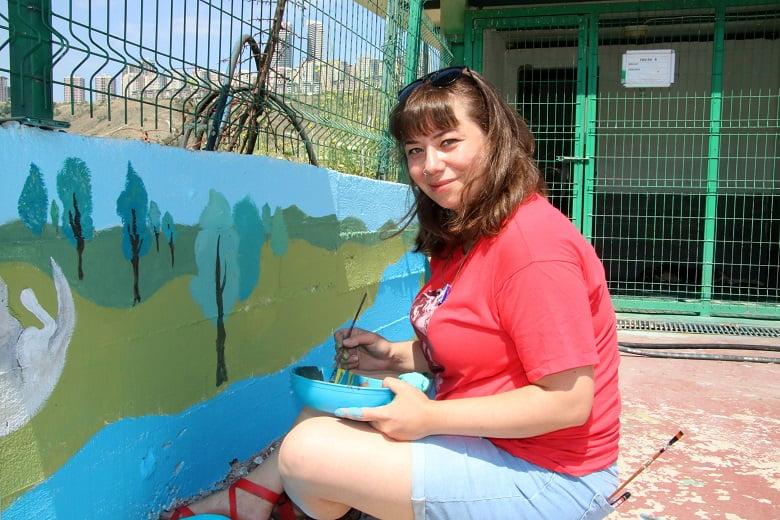 Barındağın duvarlarına sanatçı dokunuşu