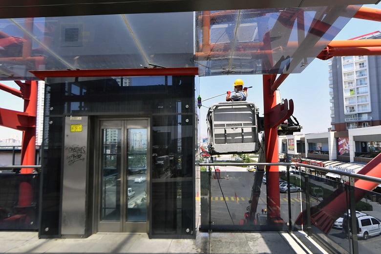 Yaya Alt ve Üst Geçit Asansörlerinde Bayram Temizliği